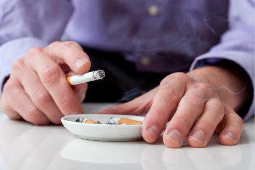 吸烟不但伤肺,还会虐胃!